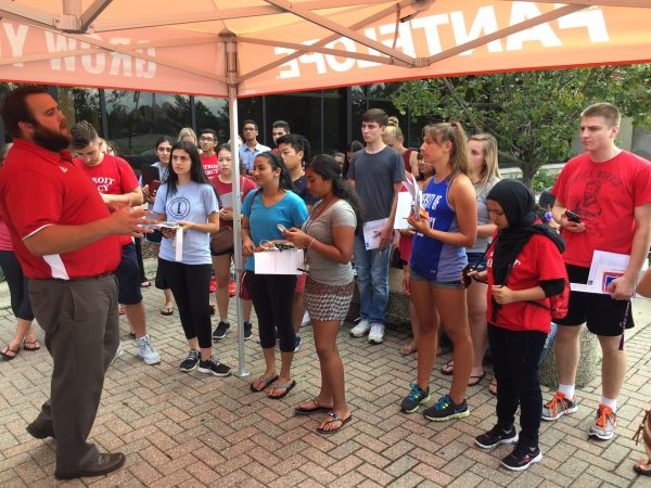 Mitchell Sweet tells UD Mercy students how Fantelope works as they download the app.